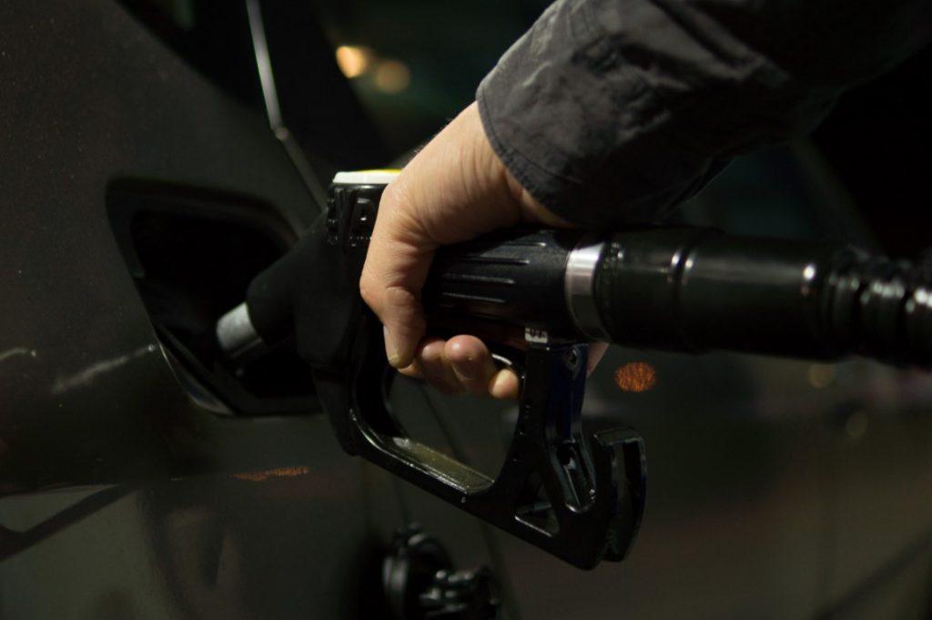 Schmiermittel und benzin